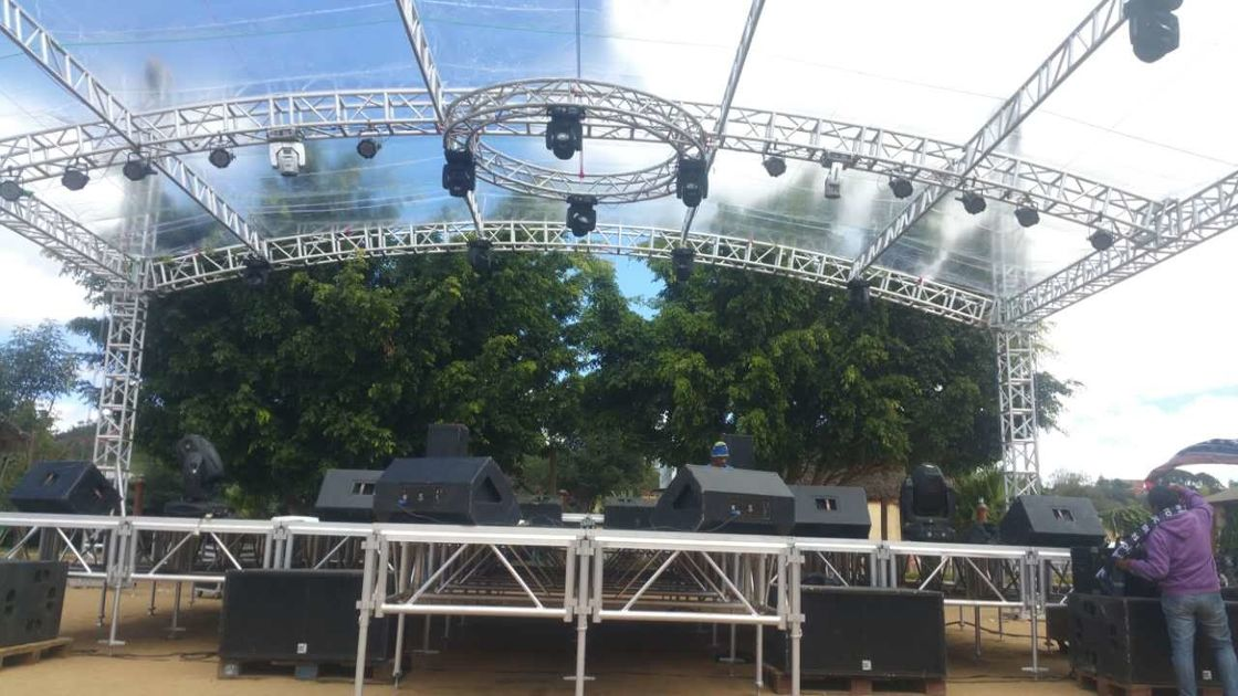 White Cover 6Pillars 450*450MM Truss Size 12*12*7M Lighting Global Stage Lighting Truss / Outdoor Metal Arc Roof Trusses